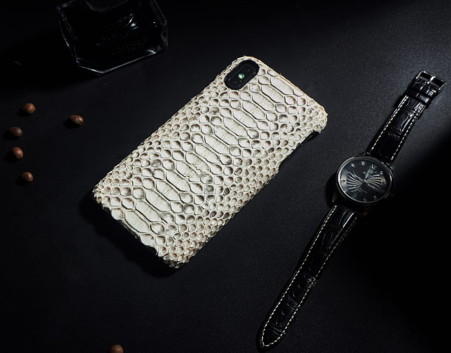 OURRUO's iPhone Xs snakeskin case